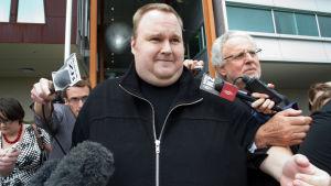Kim Dotcom. Bilden tagen 2012 då han släpptes fri mot borgen.