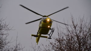 Helikoptern flyger iväg