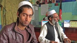 Två afghanska män som har återvänt hem
