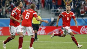 Ryssland firar mål.