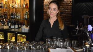 19-åriga Fanny Sand är utbildad kock med servitörsinriktning.