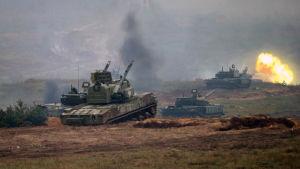 Vitryska pansarvagnar under militärövningen Zapad 2017.