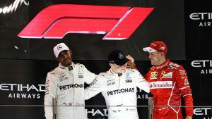 Den nya logotypen sågs i bakgrunden av podiet där Lewis Hamilton, Valtteri Bottas och Sebastian Vettel firade.