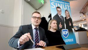 Sami Kilpeläinen och Piia Kattelus från Medborgarpartiet