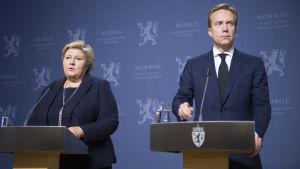 Norges statsminister Erna Solberg och utrikesminister Børge Brende håller presskonferens om uppgifterna om att IS mördat en norrman och en kines.