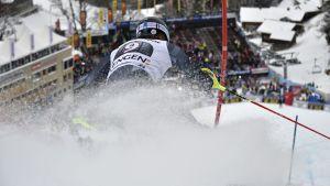 I världscuptävlingen i kombination i Wengen tidigare förra veckan blev Andreas Romar 27:a men i Kitzbühel blev han utan slutplacering efter att ha åkt ur i slalomen.