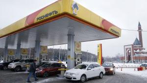 En av Rosnefts bensinstationer i Moskva.
