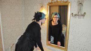 Tiina Hautala i Schauman-kabinettet på Hotel Central