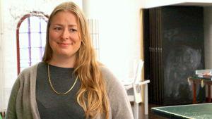 Sonja Hanhikoski-Sacklén är socialarbetare för barnskyddet i Jakobstad.