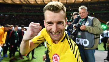 Lukas Hradecky firar segern.