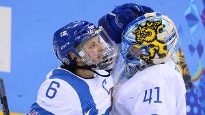 Jenni Hiirikoski leder det finska ishockeylandslaget.