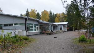 Björkhagens daghem i Pargas en regnig höstdag.
