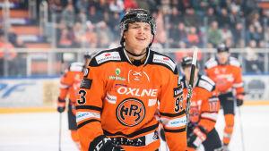 Kristian Vesalainen firar mål för HPK.