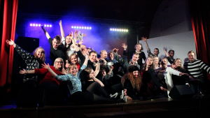 Gruppbild av glatt spexgäng från Åbo Akademi