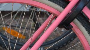 Närbild av cykelhjul
