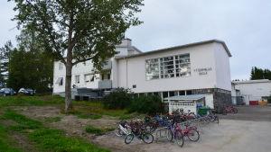Yttermalax skola.
