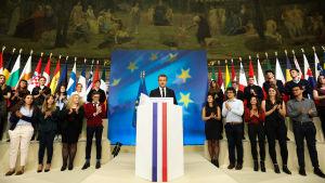 Emmanuel Macron håller tal inför studenter i Sorbonne.