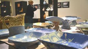 Blå keramik från Elina Sorainens produktion