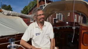 Jan Backman och s/y Henrietta seglar iväg