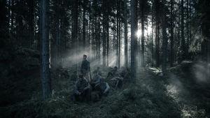 Soldaterna i en solig glänta.