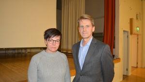 Ordförande Hem och Skola föreningen vid Oxhamns skola, Annette Kronholm-Cederberg och rektor Peter Lindqvist