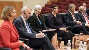 Presidentkandidaterna deltar i en panel den 13 november i Helsingfors. Sex kandidater var närvarande vid debatten.