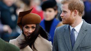 Prins Harry och hans trolovade Meghan Markle deltog i en julgudstjänst i Sandringham tillsammans med den övriga kungliga familjen.