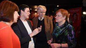 Maarit Feldt-Ranta, Erkki Tuomioja och Tarja Halonen på SDP:s valvaka.