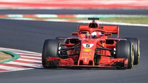 Sebastian Vettel kör sin Ferrari i Barcelona.
