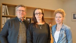 Jan-Erik Nyberg, Camilla Lundén och Siv Kola deltar i Hackneykursen i Jakobstad