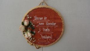 Tänkespråk på väggen i Hedbo