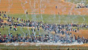 Tårgas i Nahal Oz i Israel vid gränsen mot Gaza 30.3.2018