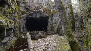 Kallioon louhittu varastoluola