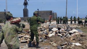 Armén har kallats in för att delta i röjningsarbetet och återuppbyggnaden efter Irma