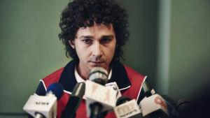 Sammanbiten John McEnroe under presskonferens inför matchen med stort M.