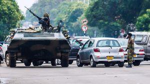 Militärfordon på gatorna i Harare 15.11.2017