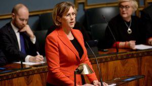 Tuula Haatainen (SDP) inledde riksdagsdebatten om sexuella trakasserier.