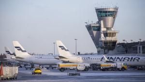 Flygplan på Helsingfors-Vanda flygplats.