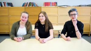 Niondeklassarna Katariina Soikkeli, Saara Honkanen och Nico Virtanen från Jämsä, Kankarisveden koulu.
