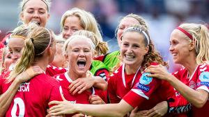 Danmarks damlandslag firar.