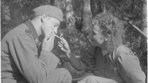 Saksalainen sotilas etulinjojen kanttiinissa