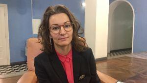 Yoko Alender är en estnisk politiker som är ovanligt insatt frågor som rör Helsingfors-Tallinn-tunneln.