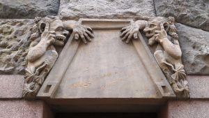 Pohjola-talon kiviset mennikäiset