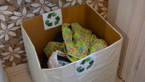 Klädinsamlingslåda i Ecomania i Borgå