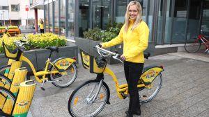 Johanna Nyberg och en stadscykel.