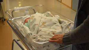 Moder med nyfött barn