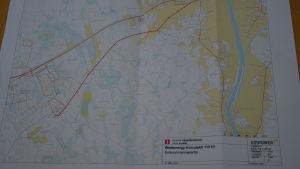en karta som visar var den planerade kraftledningen ska gå.
