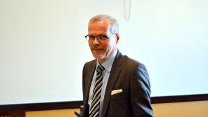 Olavi Kaleva koordinerar fusionsdiskussionerna mellan Vasa och Korsholm.