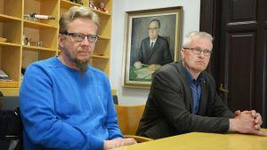 Sauli Härkönen, chef för offentliga förvaltningsuppgifter på Finlands viltcentral, och Stefan Pellas, jaktchef i Kust-Österbotten.