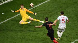 Mario Mandzukic gör segermålet på England på tilläggstid, VM-semifinal 2018.